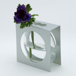 Vase en verre, cadre en aluminium