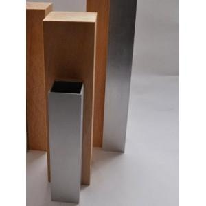 Vase en aluminium et en bois