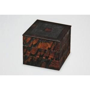 Boite en bois laqué (Hako), peinture dorée